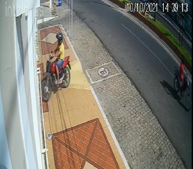 Homem é preso após jogar moto sobre porta e invadir prefeitura de cidade no interior do RN