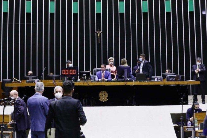 Congresso avança na blindagem a políticos com projetos que limitam investigação e punição