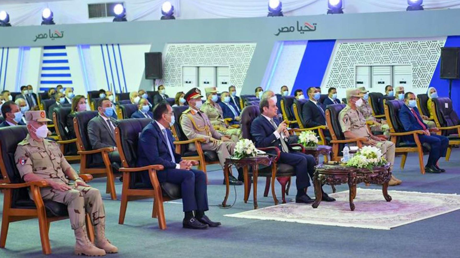 الرئيس السيسي El-Sisi  يفتتح تحت شعار الأحلام تتحقق مجموعة مشروعات إسكان بديل المناطق غير الآمنة بمنطقة 6 أكتوبر