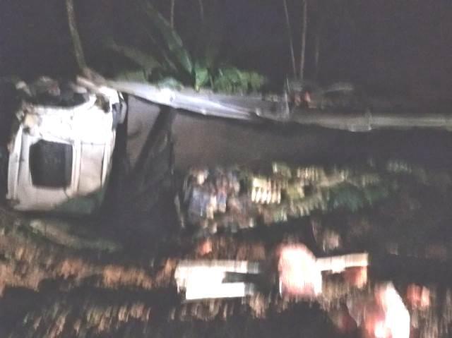 Acidente com caminhão no Km 506 da Regis Bittencourt em Cajati