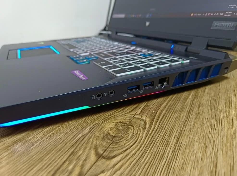Acer Predator Helios 500 Kensington lock, two USB Type-A ports, RJ45 Ethernet port, and 3.5mm audio jacks