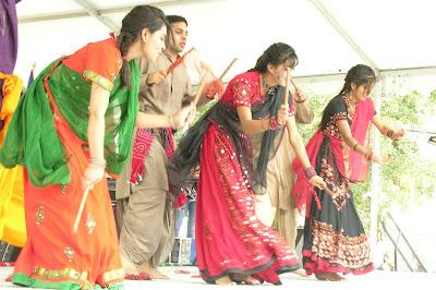 A_rasa_garba_dandiya_dance,_Navratri_tradition