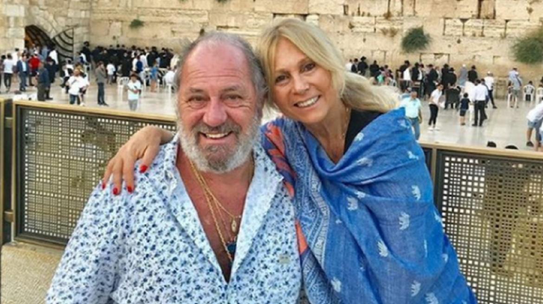 Luego de un mes de internación, murió Marcelo Frydlewski, el marido de Ana Rosenfeld. Se había contagiado coronavirus en Miami, y a pesar de haber estado vacunado, sus condiciones previas por haber atravesado un cáncer de pulmón, hicieron que su estado de salud se complique.