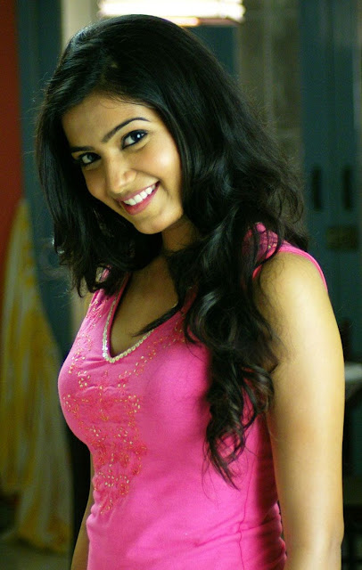 Tollywood Actress Samantha Cute Photos in Pink Top Navel Queens