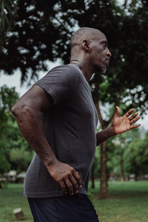 كم تستغرق من الوقت في المشي و الجري انقاص كيلو واحد من وزنك .