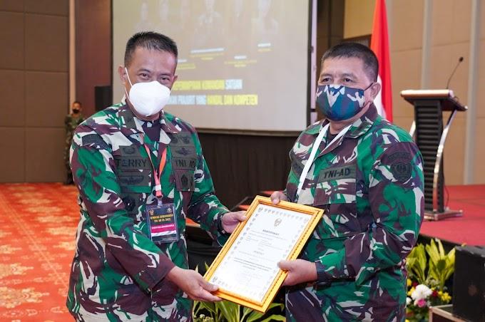 Kadislitbangad Tutup  Seminar Karakter Kepemimpinan Dansat Litbanghan TNI AD TA.2021