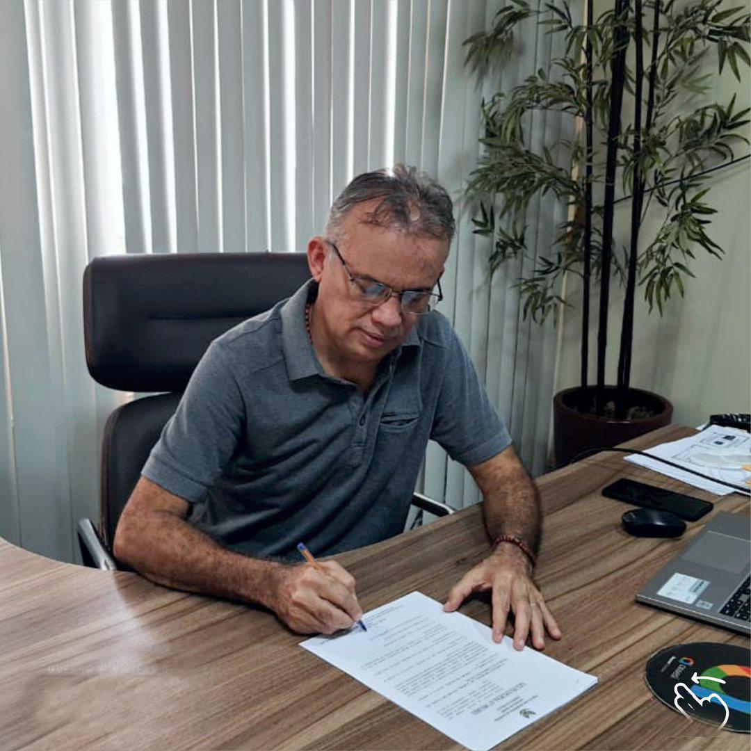 Prefeito Marcone Tavares sanciona lei que autoriza o município a firmar convênios na área da saúde com a Clínica Santa Maria