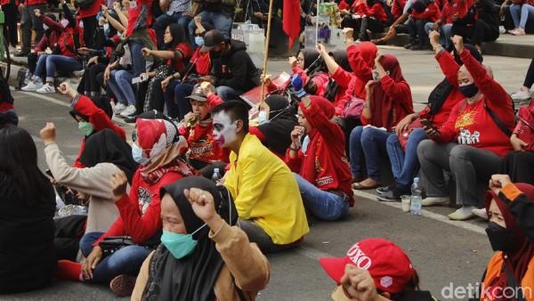 Desak Omnibus Law Dicabut, Buruh Gelar Demo di Depan Gedung Sate