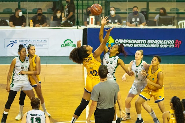 Abasfi Foz Basquete garante vaga nas quartas de final do Campeonato Brasileiro Feminino