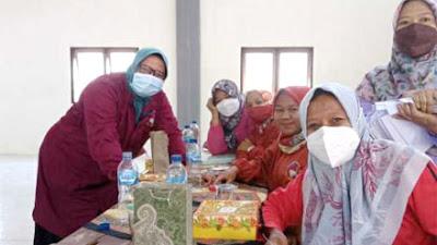 Petugas Tracer Kecamatan Tegalrejo Bantu Pelaksanaan Vaksin