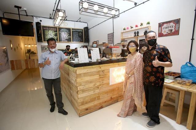 Walikota Batam Meresmikan  D'pollux Café