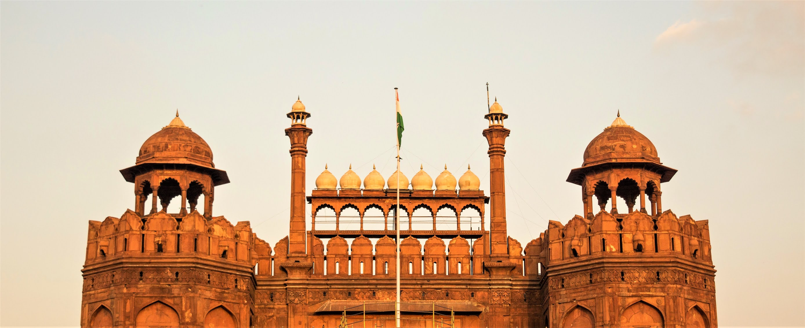 RED FORT: A SYMBOL OF INDEPENDENCE Amazing places of Delhi