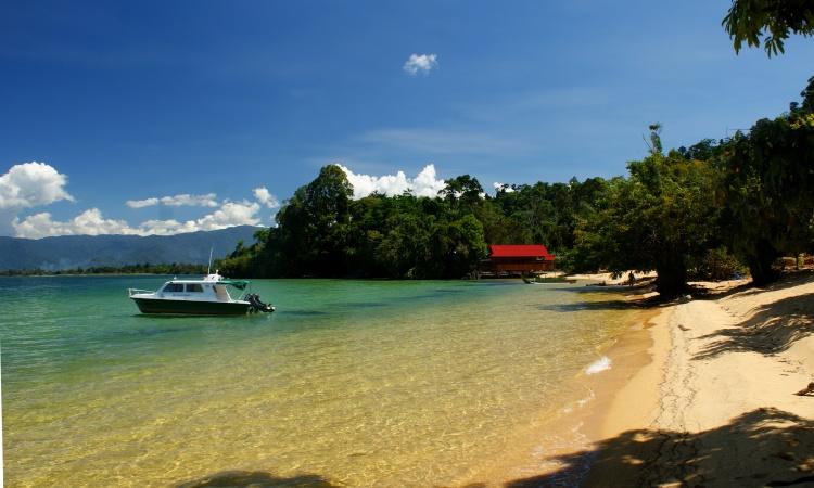 Danau Poso, Danua Terbesar ke-3 yang Memiliki Pasir 2 Warna