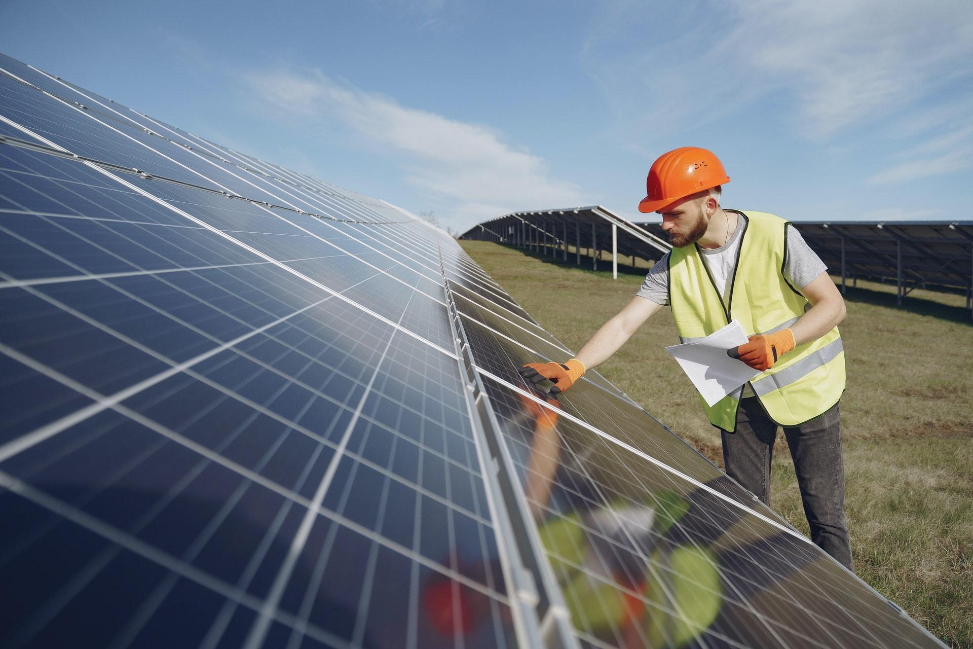 القمة العالمية لطاقة المستقبل بأبوظبي Abu Dhabi تحتضن الطاقة الشمسية ضمن منظومة المناخ المتكاملة