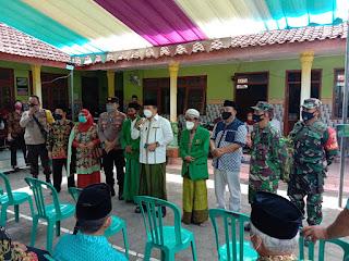 Tinjau Vaksinasi, Bupati Jember Janji Perbaiki Jalan Rusak di Pelosok Desa  Mulai Nopember 2021