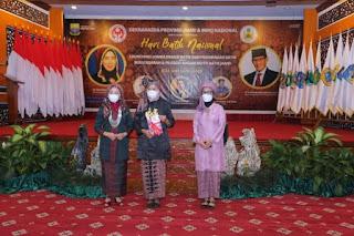 Peringati Hari Batik Nasional, Hesti Haris Kenalkan Buku Sejarah dan Filosofi Batik Jambi