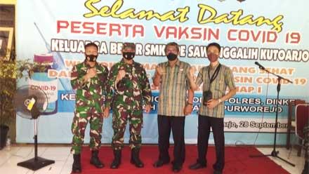 Danramil 05 Kutoarjo Monitor Vaksinasi Pelajar SMK Sawunggalih