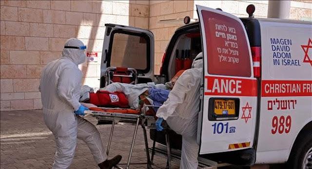 Israeli medical staff transport COVID-19 patients to a hospital in Jerusalem. Photo: AFP