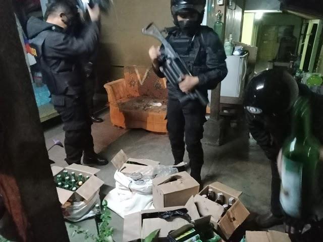 Ratusan Botol Miras dan 300 Liter Tuak Diamankan Tim Maung Galunggung