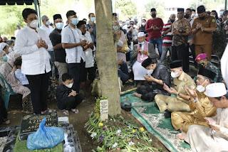 Tetasan Air Mata Warnai Pemakaman Istri Wakil Wali Kota Medan