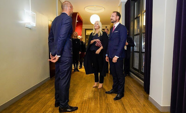 Crown Princess Mette-Marit wore a metallic crinkled-twill peplum blouse by Brock Collection. Maria La Rosa pink clutch bag