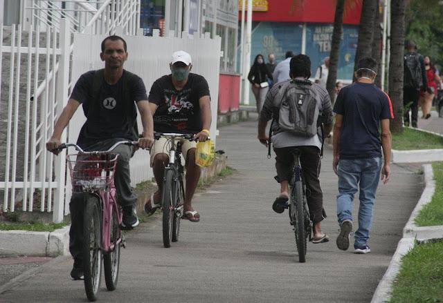 Três ciclistas de bicicleta em ciclovia de Nova Iguaçu - Foto: Prefeitura de Nova Iguaçu / Divulgação