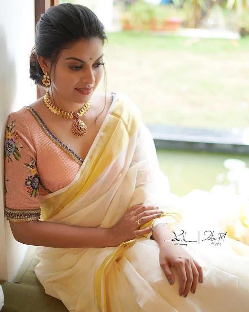 Anusree Saree Pictures Navel Queens
