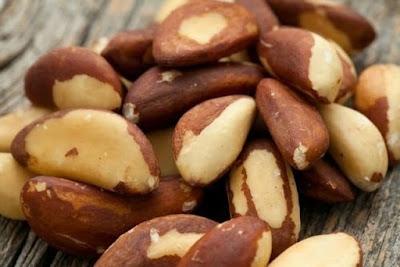 A castanha-do-pará é uma das principais fontes de selênio, um mineral que ajuda a regular a produção de hormônios do corpo, que protege o DNA das células e que atua como antioxidante.