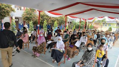 Gubernur Jabar Tinjau Vaksinasi COVID-19 Pelajar SMP di Bandung Barat