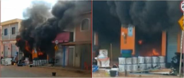 Chapada: Loja de materiais de construção fica completamente destruída após um incêndio em Souto Soares