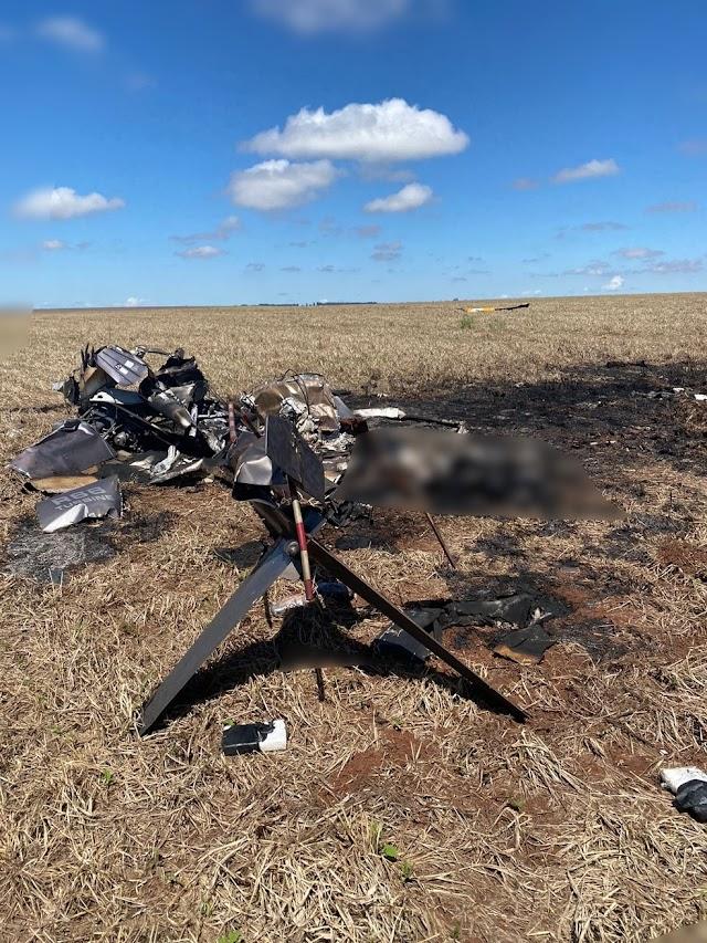 Duas pessoas morrem carbonizadas após helicóptero cair
