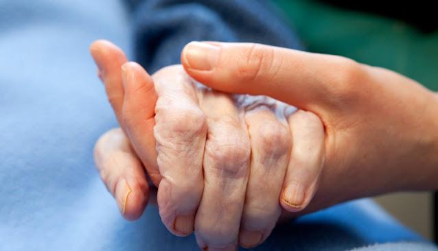 Κυρία αναλαμβάνει την φροντίδα ηλικιωμένων και παιδιών σε Ναύπλιο και Άργος