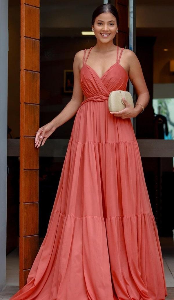 vestido longo terracota para madrinha de casamento ao ar livre