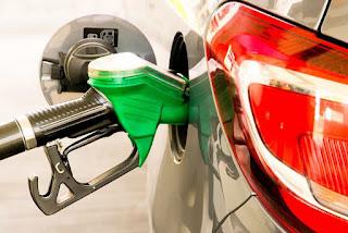 Gasolina já é vendida a R$ 7,36 em postos pelo Brasil; preço médio chega a quase R$ 6
