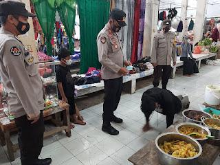 Kapolsek Anggeraja Bersama Personelnya Laksanakan Operasi Yustisi Di Pasar Cakke