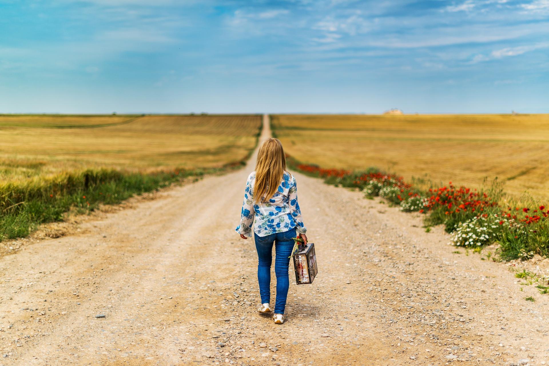 Kiedy Polacy opuszczają rodziców i wyprowadzają się; średni wiek wyprowadzki z domu