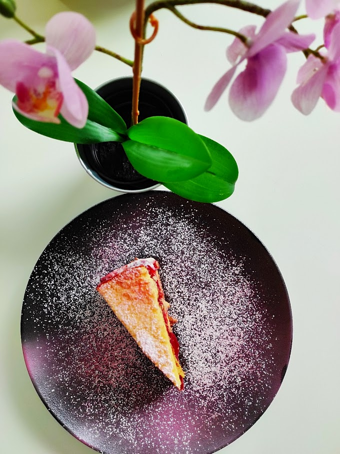 Gola jagodna torta