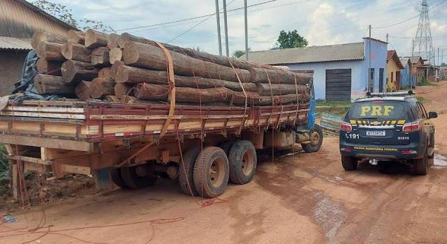 PRF apreende caminhão que transportava madeira ilegalmente no interior do Pará