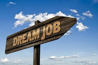 مطلوب موظفين و موظفات حديثي التخرج براتب يصل الى 450 دينار للعمل في مجال العقارات.