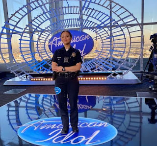 Picture of Melissa O'Neil in the stage of American Idol