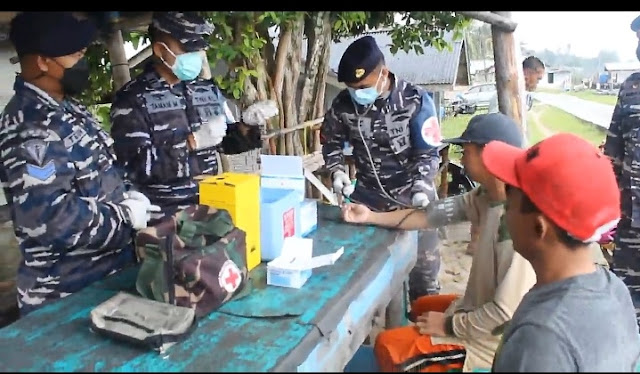 Lanal Dabo Singkep Lakukan Vaksinasi Covid-19 Bagi Nelayan