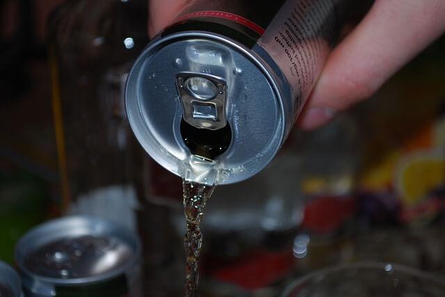 ماذا يحدث إذا كنت تشرب مشروبات الطاقة كل يوم؟