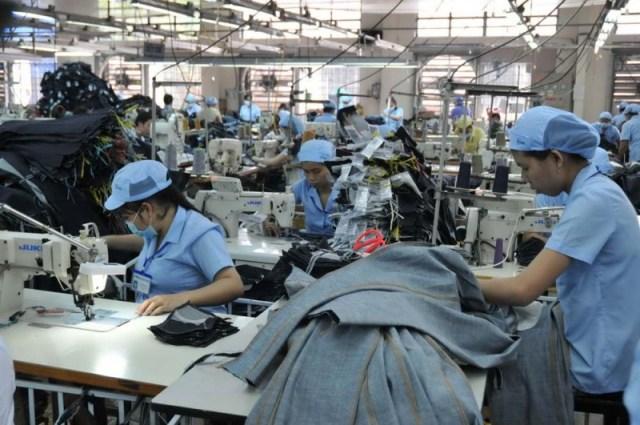 Công nhân tại công ty may Đức Giang