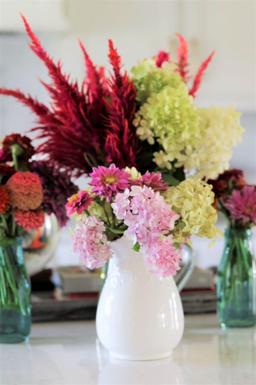 farmhouse-island-kitchen-homemaking-fresh-cut-limelight-hydrangea-bouquet