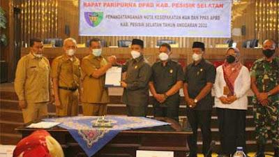 Pemkab dan DPRD Sepakati KUA dan PPAS APBD Kabupaten Pesisir Selatan 2022