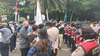 Polisi Bubarkan Demo Mahasiswa di Tangerang