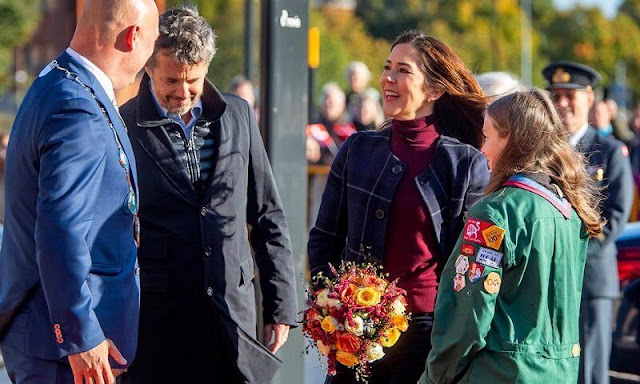 Massimo Dutti Reversible coat. Princess Isabella and Crown Princess Mary wore a reversible coat by Massimo Dutti