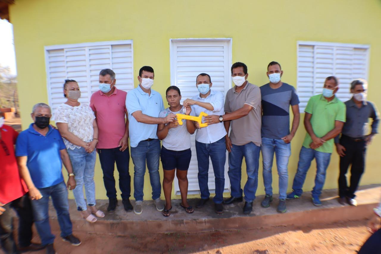 Prefeitura de São Desidério entrega casas populares no povoado de Lamirim