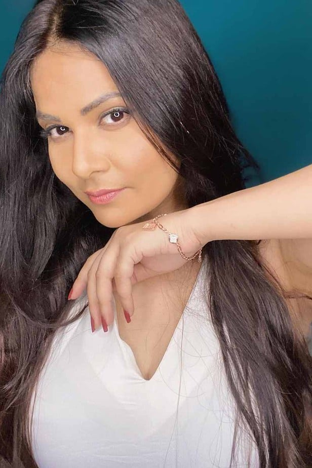 Actress Aabha Paul Latest Hot Cleavage Pics