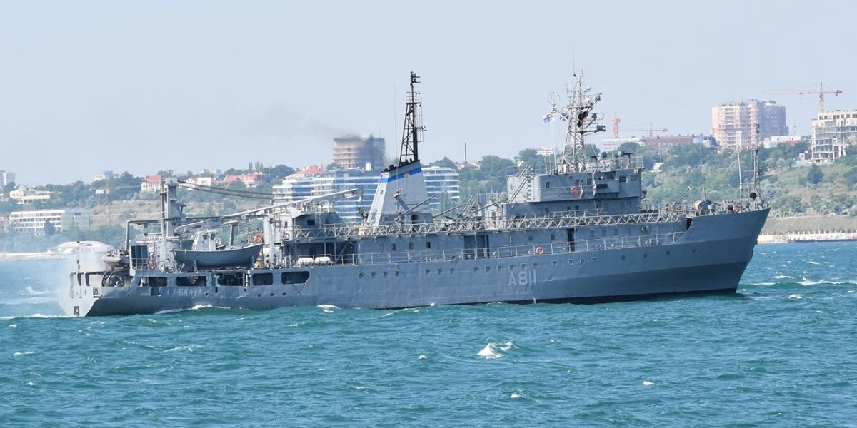 Судно ВМСУ отримало пробоїну та ледь не затонуло